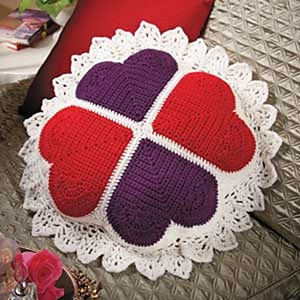 Victorian Sweetheart Pillow by @Mamas2hands | via I Heart Blankets, Pillows & Rugs - A LOVE Round Up by @beckastreasures | #crochet #pattern #hearts #kisses #valentines #love