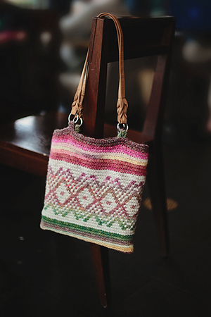 Amazing Bag | Featured at Tuesday Treasures #23 via @beckastreasures with @JBHCrochet | #crochet
