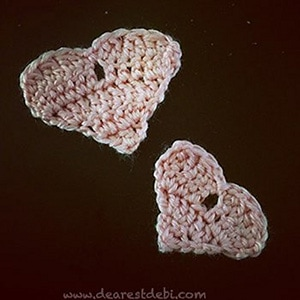 Heart Scraps Appliques by @dearestdebi | via I Heart Be Mine Appliqués - A LOVE Round Up by @beckastreasures | #crochet #pattern #hearts #kisses #valentines #love