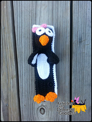 Seat Belt Cover - Penguin Travel Pal - Crochet Pattern by @ArtofaDG | Featured at Articles of a Domestic Goddess - Sponsor Spotlight Round Up via @beckastreasures | #fallintochristmas2016 #crochetcontest #spotlight #crochet #roundup