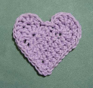 Little Heart by @Mamas2hands | via I Heart Be Mine Appliqués - A LOVE Round Up by @beckastreasures | #crochet #pattern #hearts #kisses #valentines #love