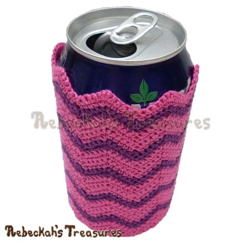 Free Chevron Soda Can Cozy Crochet Pattern by Rebeckah's Treasures! See it here: http://goo.gl/5I30K7 #chevron #crochet #can #cozy