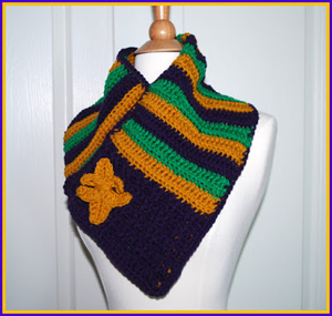 Mardi Gras Cowl With Fleur de Lis Pin Crochet Pattern by Sara of Posh Pooch Designs | Featured on @beckastreasures Saturday Link Party!