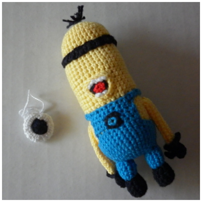 Free Crochet Pattern For Minion Eyes : Rebeckahs Blog - Rebeckahs Treasures