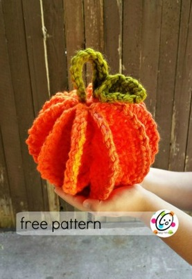 Scrubbie and Jumbo Pumpkins by Heidi of Snappy Tots - Featured on @beckastreasures Saturday Link Party!