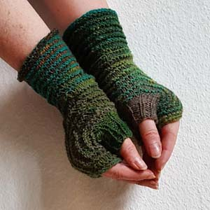 Hexagon Mitts in Two Colours by Sybil Ra of Knitting and so on | Featured on @beckastreasures Saturday Link Party!