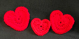 Be My Valentine Heart Crochet Tutorial by @bobwilson123 | via I Heart Be Mine Appliqués - A LOVE Round Up by @beckastreasures | #crochet #pattern #hearts #kisses #valentines #love
