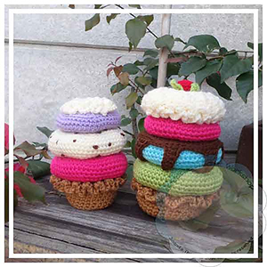 Amigurumi Donut Stacked Sundae - Free Crochet Pattern by @CCWJoanita | Featured at Creative Crochet Workshop - Sponsor Spotlight Round Up via @beckastreasures | #fallintochristmas2016 #crochetcontest #spotlight #crochet #roundup
