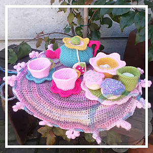 Flower Garden Tea Set - Crochet Pattern by @CCWJoanita | Featured at Creative Crochet Workshop - Sponsor Spotlight Round Up via @beckastreasures | #fallintochristmas2016 #crochetcontest #spotlight #crochet #roundup