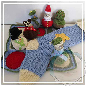 Christmas Skittle Ball Game Set - Crochet Pattern by @CCWJoanita | Featured at Creative Crochet Workshop - Sponsor Spotlight Round Up via @beckastreasures | #fallintochristmas2016 #crochetcontest #spotlight #crochet #roundup
