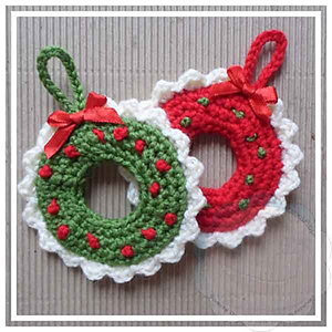 Xmas Wreath Tree Ornament - Free Crochet Pattern by @CCWJoanita | Featured at Creative Crochet Workshop - Sponsor Spotlight Round Up via @beckastreasures | #fallintochristmas2016 #crochetcontest #spotlight #crochet #roundup