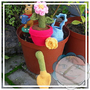 Flower Pot Play Set - Crochet Pattern by @CCWJoanita | Featured at Creative Crochet Workshop - Sponsor Spotlight Round Up via @beckastreasures | #fallintochristmas2016 #crochetcontest #spotlight #crochet #roundup