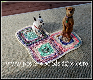Heart Dog Rug Pet Mat by @PoshPoochDesign | via I Heart Blankets, Pillows & Rugs - A LOVE Round Up by @beckastreasures | #crochet #pattern #hearts #kisses #valentines #love