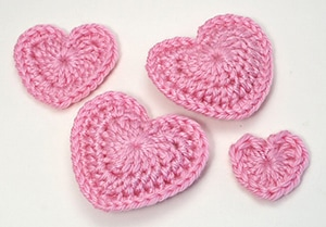 Love Hearts by @planetjune | via I Heart Be Mine Appliqués - A LOVE Round Up by @beckastreasures | #crochet #pattern #hearts #kisses #valentines #love