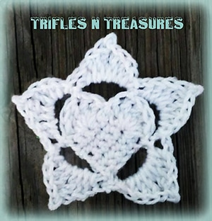 Starry Heart Applique by @TriflsNTreasurs | via I Heart Be Mine Appliqués - A LOVE Round Up by @beckastreasures | #crochet #pattern #hearts #kisses #valentines #love