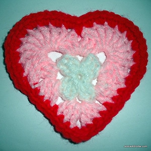 Heart Coaster or Applique by @Jessie_AtHome | via I Heart Be Mine Appliqués - A LOVE Round Up by @beckastreasures | #crochet #pattern #hearts #kisses #valentines #love