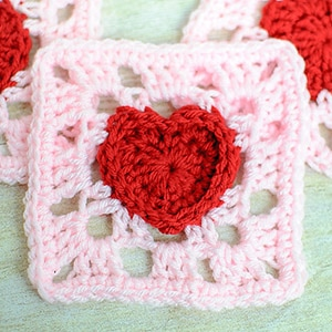 Heart Granny Square by @petalstopicots | via I Heart Blankets, Pillows & Rugs - A LOVE Round Up by @beckastreasures | #crochet #pattern #hearts #kisses #valentines #love