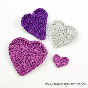 Valentine's Day Hearts by @OombawkaDesign | via I Heart Be Mine Appliqués - A LOVE Round Up by @beckastreasures | #crochet #pattern #hearts #kisses #valentines #love