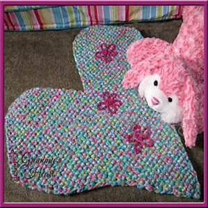 Hearts and Flowers Mat by #DeborahZiegler | via I Heart Blankets, Pillows & Rugs - A LOVE Round Up by @beckastreasures | #crochet #pattern #hearts #kisses #valentines #love