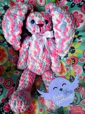 Huggy Bunny | Featured at Tuesday Treasures #29 via @beckastreasures with @stitch11_corina | #crochet