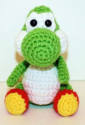 Mini Yoshi Gamer Friend - Free Crochet Pattern by #MadebyMary | Featured at Made by Mary - Sponsor Spotlight Round Up via @beckastreasures | #fallintochristmas2016 #crochetcontest #spotlight #crochet #roundup