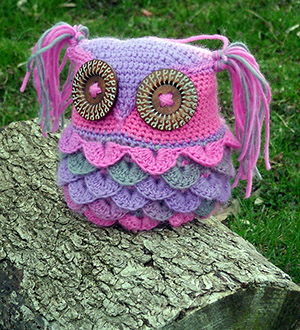 Kaleidoscope Kallie Owl Pillow - Free Crochet Pattern by @countrywillow12 | Featured at Country Willow Designs - Sponsor Spotlight Round Up via @beckastreasures | #fallintochristmas2016 #crochetcontest #spotlight #crochet #roundup