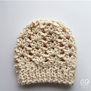 Ponytail or Knot Hat | Featured at Tuesday Treasures #27 via @beckastreasures with @OombawkaDesign | #crochet