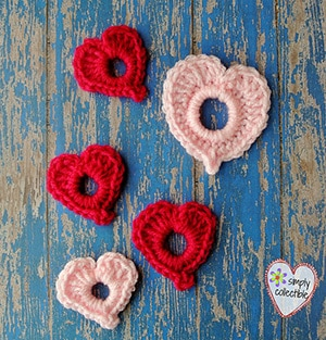 Precious Lil Hearts by @SCCelinaLane | via I Heart Be Mine Appliqués - A LOVE Round Up by @beckastreasures | #crochet #pattern #hearts #kisses #valentines #love