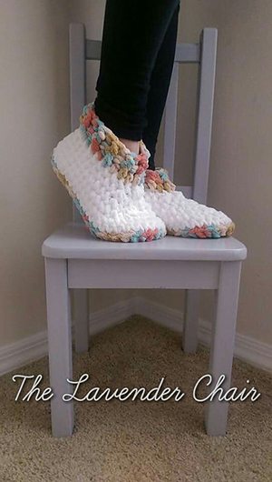 Cloud 9 Slippers | Featured at Tuesday Treasures #24 via @beckastreasures with @LavenderChair | #crochet