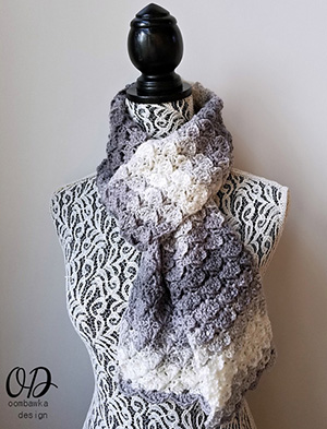 Shades of Grey Scarf | Friday Feature #10 via @beckastreasures with @OombawkaDesign | See the latest designer features here: https://goo.gl/UIvoYx OR SIGN UP to get featured at Rebeckah's Treasures here: https://goo.gl/xjDP52 #crochet