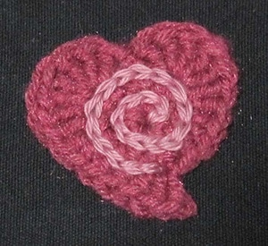 Spiral in a Heart by @Mamas2hands | via I Heart Be Mine Appliqués - A LOVE Round Up by @beckastreasures | #crochet #pattern #hearts #kisses #valentines #love