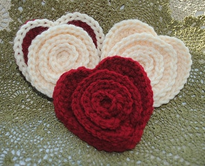 Flower in a Heart by @Cre8tionCrochet | via I Heart Be Mine Appliqués - A LOVE Round Up by @beckastreasures | #crochet #pattern #hearts #kisses #valentines #love