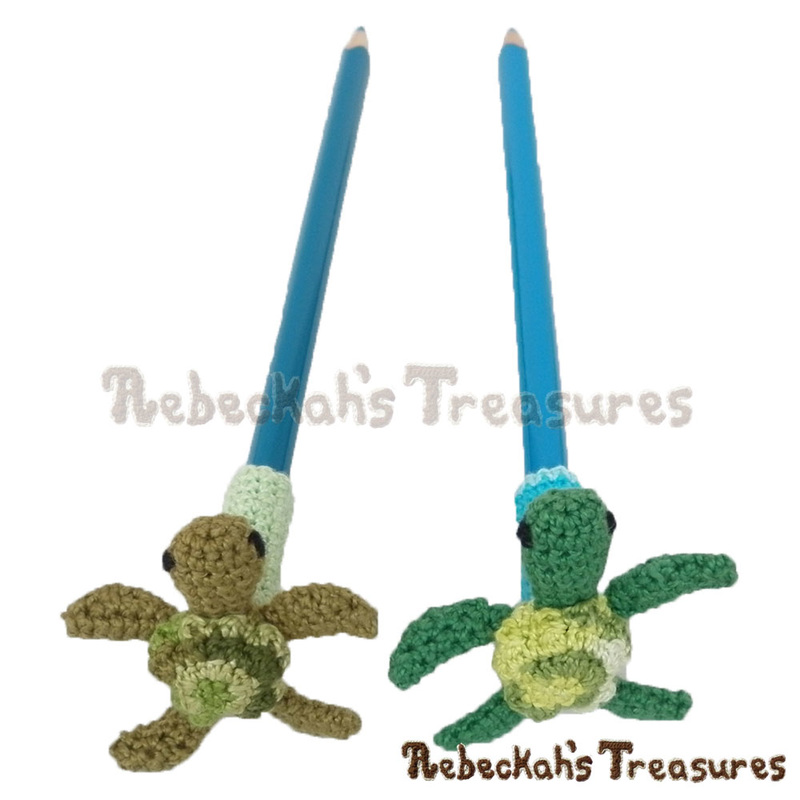 I love me some turtles! | Pencil Topper Turtle Friends via @beckastreasures | A free pattern you'll love crocheting as last-minute gifts, party favours, halloween treats and stocking stuffers! #freecrochet #turtles #crochet #amigurumi #penciltopper