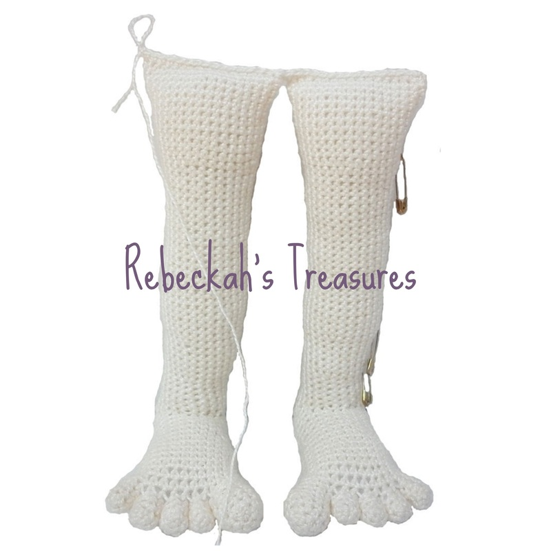 WIP Crochet Amigurumi Dolly by Rebeckah's Treasures ~ Closing off legs