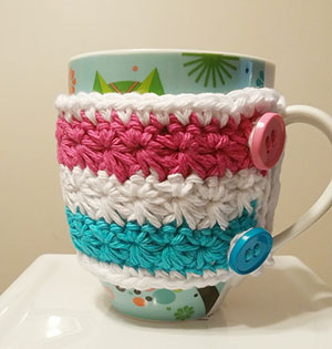 Wrapped in Stars Mug Cozy | Friday Feature #14 via @beckastreasures with @samedinamics #crochet | See the latest designer features here: https://goo.gl/UIvoYx OR SIGN UP to get featured at Rebeckah's Treasures here: https://goo.gl/xjDP52 #crochet