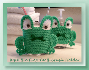 Kyle the Frog Toothbrush Holder by Cylinda of Crochet Memories | Featured on @beckastreasures Saturday Link Party with @crochetmemories!