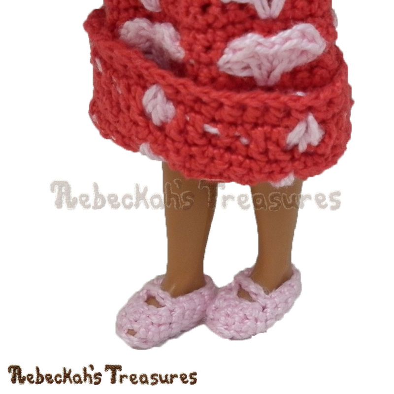Mary Jane Girl Fashion Doll Shoes | FREE crochet pattern via @beckastreasures | A cute addition to any little girl fashion doll outfit! #barbie #crochet