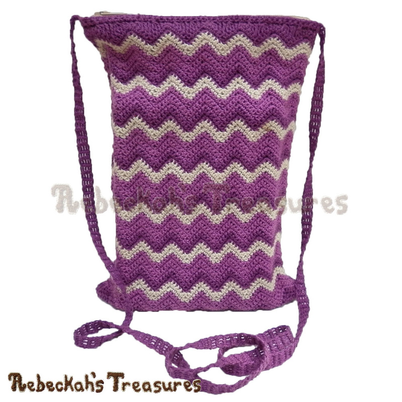 Chevron Shoulder Bag | FREE crochet pattern via @beckastreasures | Looking for a stylish bag for when you're on the go? This awesome bag is just the right size for carrying a passport, cell phone and other small necessities! #bag #crochet #chevron