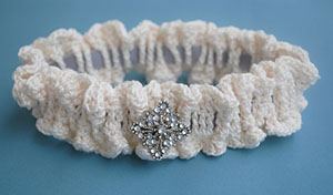 Bridal Garter by @Cre8tionCrochet | via 20 #Free #Wedding #Crochet #Patterns Round Up by @beckastreasures | #bride #love