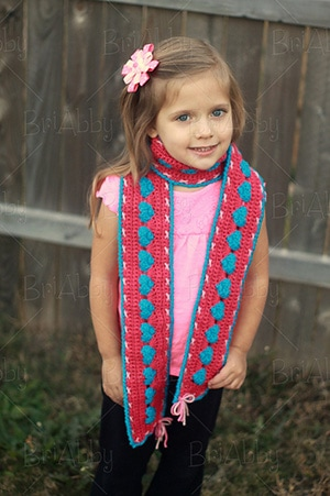 Sweetheart Scarf by @briabbyhma | via I Heart Clothes - A LOVE Round Up by @beckastreasures | #crochet #pattern #hearts #kisses #valentines #love