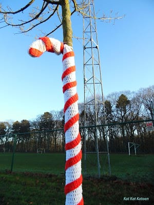 Christmas Yarnbombing | Featured at Saturday Link Party #66 via @beckastreasures with #KatKatKatoen | Join the latest parties here: https://goo.gl/uUHihU #crochet