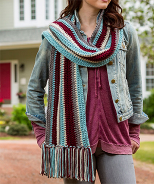 Stroll in Style Scarf - Free Crochet Pattern by Laura Bain | Featured at Red Heart - Sponsor Spotlight Round Up via @beckastreasures with @redheartyarns| #fallintochristmas2016 #crochetcontest #spotlight #crochet #roundup