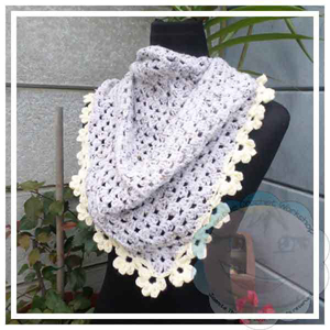 Granny Mini Shawl (Scarflet) With Flowers by Joanita of Creative Crochet Workshop | Featured on @beckastreasures Saturday Link Party with @CCWJoanita!