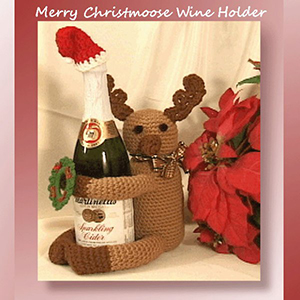Merry Christmoose Wine Holder - Crochet Pattern by @crochetmemories Featured at Crochet Memories - Sponsor Spotlight Round Up via @beckastreasures | #fallintochristmas2016 #crochetcontest #spotlight #crochet #roundup