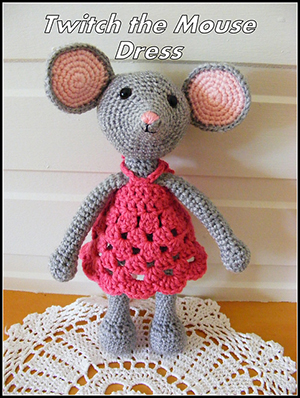 ​Dress for Twitch the Mouse - Free Crochet Pattern by #NeensCrochetCorner | Featured at Neen's Crochet Corner - Sponsor Spotlight Round Up via @beckastreasures | #fallintochristmas2016 #crochetcontest #spotlight #crochet #roundup