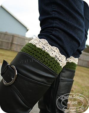 Eva Boot Cuffs - Free Crochet Pattern by @divinedebrisweb | Featured at Divine Debris - Sponsor Spotlight Round Up via @beckastreasures | #fallintochristmas2016 #crochetcontest #spotlight #crochet #roundup