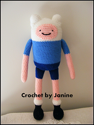 Finn - Adventure Time - Free Crochet Pattern by #NeensCrochetCorner | Featured at Neen's Crochet Corner - Sponsor Spotlight Round Up via @beckastreasures | #fallintochristmas2016 #crochetcontest #spotlight #crochet #roundup