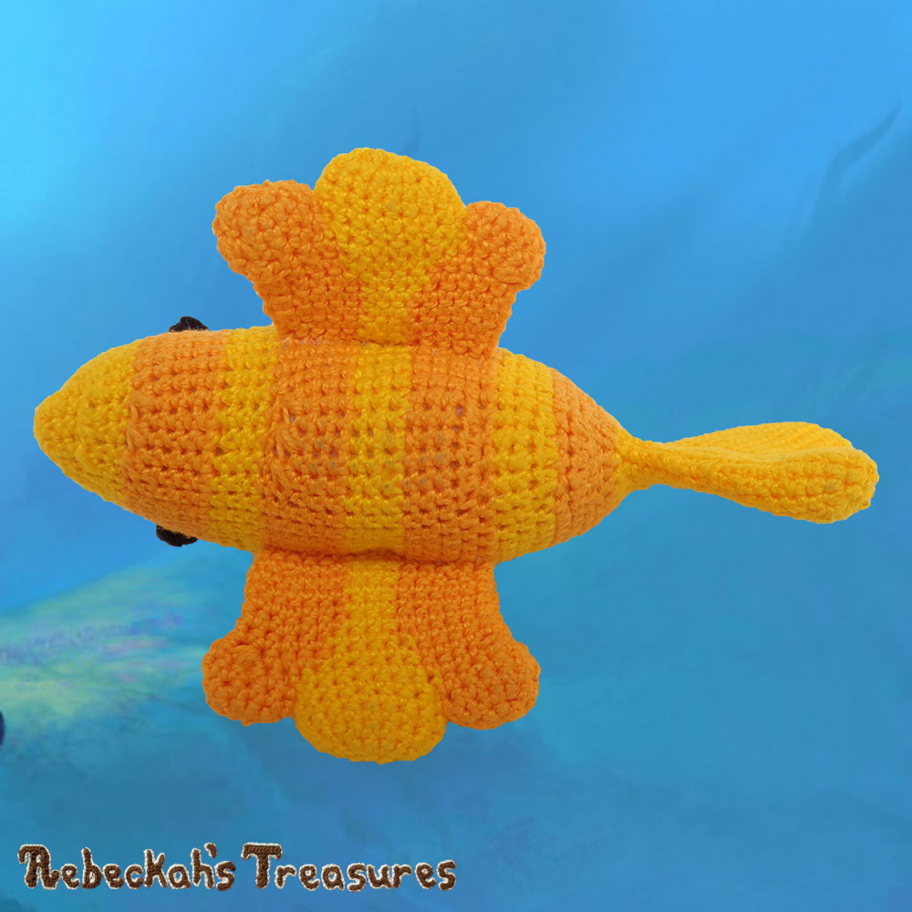 Goldfishy Amigurumi - Underbelly View | Crochet Pattern by @beckastreasures | Will it be mirror decoration, part of a baby mobile or a cuddly toy? YOU get to decide!!! | | Available to purchase in my #Ravelry & Website shops, or as part of the April 2017 issue of @getstuffed - Get your copy today! | #crochet #pattern #goldfishy #fish #goldfish #amigurumi #GetStuffedMagazine