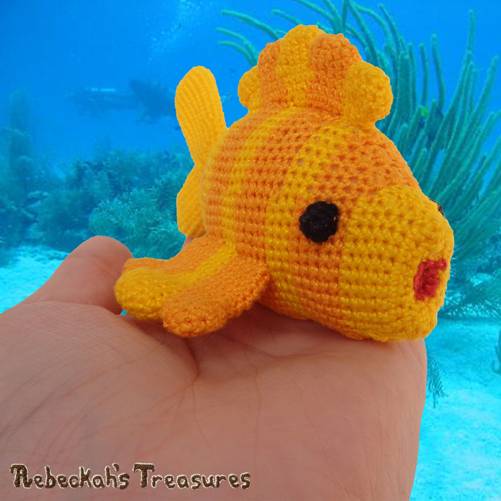 Goldfishy Amigurumi in the Palm of my Hand - RIGHT View | Crochet Pattern by @beckastreasures | Will it be mirror decoration, part of a baby mobile or a cuddly toy? YOU get to decide!!! | | Available to purchase in my #Ravelry & Website shops, or as part of the April 2017 issue of @getstuffed - Get your copy today! | #crochet #pattern #goldfishy #fish #goldfish #amigurumi #GetStuffedMagazine