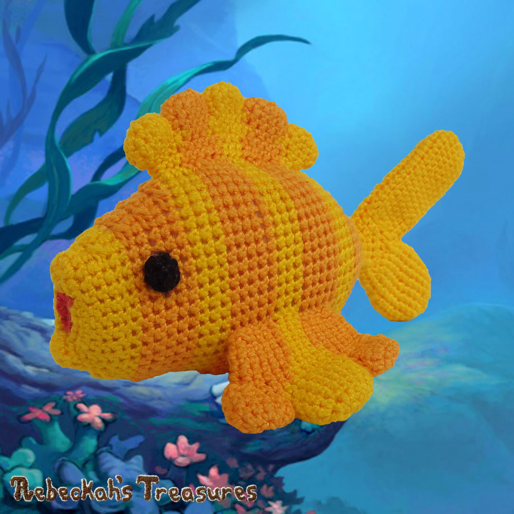 Goldfishy Amigurumi Swimming to Her Right | Crochet Pattern by @beckastreasures | Will it be mirror decoration, part of a baby mobile or a cuddly toy? YOU get to decide!!! | | Available to purchase in my #Ravelry & Website shops, or as part of the April 2017 issue of @getstuffed - Get your copy today! | #crochet #pattern #goldfishy #fish #goldfish #amigurumi #GetStuffedMagazine